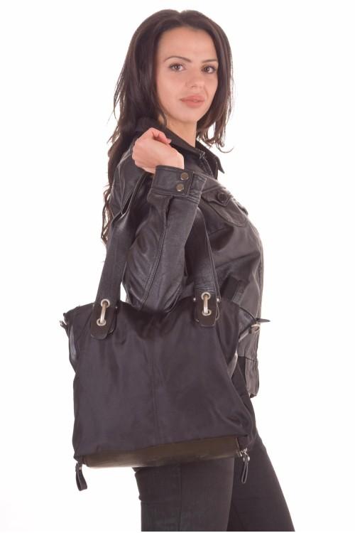 Черна дамска чанта 22.00