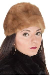 Светло кафява дамска шапка от норка