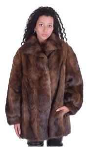 Изящно дамско палто от ондатра