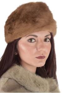 Бежова дамска шапка от норка