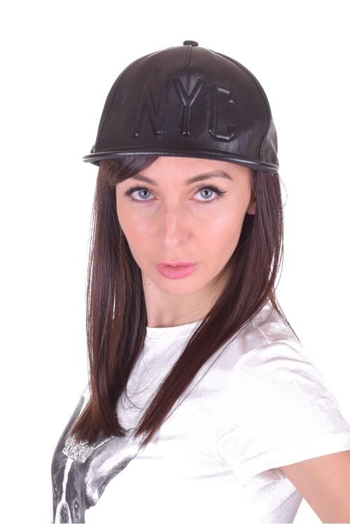 Спортна дамска шапка от изкуствена кожа 5.00